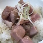 107276181 - ガリシア栗豚角切りチャーシュー丼380円