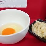 107276471 - 玉子と、いつの間にレギュラー化されていた(塩蔵)千切生姜。