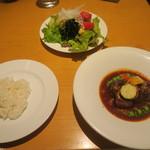 シャバ リバ - 豚肉の赤ワイン煮込み ブルゴーニュ風 1,000円 税込