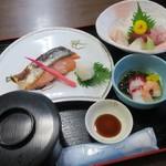 海鮮、定食、天ぷらと酒 舟源 - 浜定食(¥1,500) ご飯、味噌汁、漬物付きです