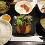 魚屋の居酒屋 魚錠 - 日替わり魚錠定食(白身魚のトマト煮、クリームコロッケ)