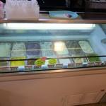 サン・フレッシュ都南 - 料理写真:ジェラートの商品ケース