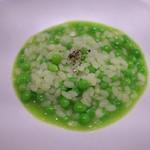 Aca 1° - 4.スナップえんどうの粒々をちりばめてアサリでとったスープでおじや。豆の風味とアサリスープの上品な競演。