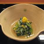 10729708 - 先付け【カニ、金時草、菊花の酢の物】