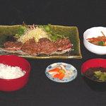 きなせ亭 - 鯨レアステーキ定食 1400円