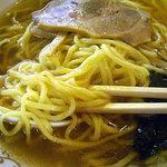 泰園 - ラーメンの麺