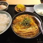 居酒屋 偉虎 - カツ煮定食 800円