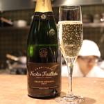 """京町家の黒毛和牛一頭買い焼肉 市場小路 - 泡:Nicolas Feuillatte Champagne""""Grand Reserve""""Brut ¥7,000"""