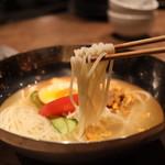京町家の黒毛和牛一頭買い焼肉 市場小路 - 冷麺ハーフサイズ ¥590