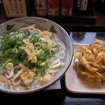 丸亀製麺 大分王子店 - かけうどん大(380円)とかき揚げ