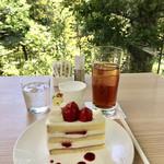 NEZUCAFE - いちごのショートケーキ&アイスティー