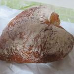 ワンこぱん - ハート形の苺の酵母を使ったパン ブルーベリーの実が沢山入っていました。