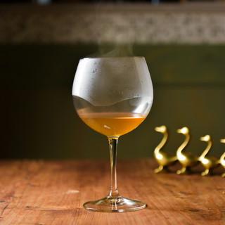 """鴨の""""コンソメスープ""""ワイングラスで"""