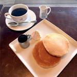 リアルダイニングカフェ - ホットケーキ、ブレンドコーヒー