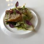 107321572 - ラ・トゥーエル-ムニュ・レジェール5940円魚・真鯛のポワレ、貝の出汁とパセリのソース
