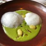 107321599 - ラ・トゥーエル-ムニュ・レジェール5940円前菜・グリーンピースの温かいスープカプチーノ風