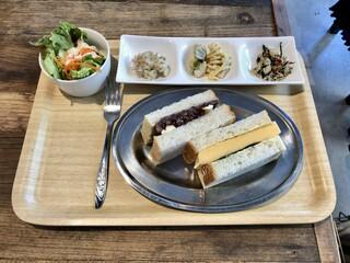 イイジカン - サンドイッチ 2種MIX:厚焼きたまご&あんバター