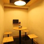 博多とりかわ 長政 - テーブル席_天ライトの写っているバージョン