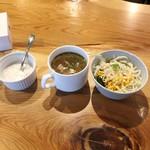 AROI - ランチセットのスープ、サラダ、デザート