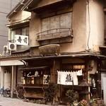 二葉鮨 - 『寿司』と『寿し』と『鮨』。三種の当て字が同時に飾られている様が興味深いですね