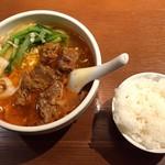 京華樓 - 牛バラ肉刀削麺とライス
