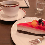 カフェハンズ - 料理写真:◆ハンズブレンド 450円 ◆ミックスベリーのケーキ 420円