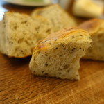 107358469 - バジルチーズオリーブのハードパン断面
