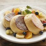 マテリアル カフェ - フレッシュフルーツのパンケーキ 2枚:¥1,080(税別) / 3枚:1,280(税別)