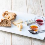 Trattoria&Pizzeria LOGIC - その他写真:特選チーズ盛り合わせ