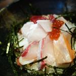 北海ひがし - 海鮮丼880円。