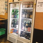花門 - 日本酒の冷蔵庫。左側上段に「ピュアブラック山本」もありますね(*゚v゚*)