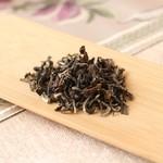 花咲み荼 - 【東方美人茶】ウンカが噛むことにより茶葉が天敵を呼ぶ甘い香りを放ち、マスカットと例えられる甘い香りとすっきりした飲み口、後からくる甘味に魅了されるファンは多く、台湾を代表する銘茶です。