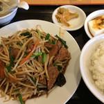107377776 - 「ニラレバ炒め」定食!                       ご飯は普通盛りです。