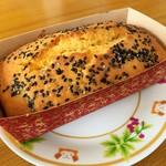 もみの木 - 料理写真:パン屋さんの窯で作る焼き芋のパウンドケーキ(中)…税込700円くらい