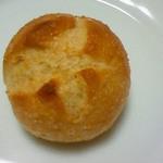 グランド・エピスリー - もろこしが練りこまれたハード系の小さいパン(80円)