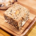107392168 - ライ麦と全粒粉のたっぷりナッツパン