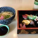 ささや食堂 - 料理写真:寿司うどんセット702円
