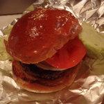 ステーキハウスひのき - 熊野牛ハンバーガー(お肉が見える側)。