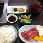 やきやき亭 - 牛ロース定食