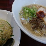 拉麺 空海 - 白豚骨+チャーハン(5番セット)
