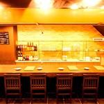 肉と魚と鍋 わがまま屋 - 内観写真:カウンター