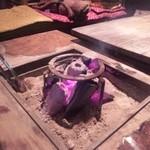 10741829 - 外の囲炉裏・・・よく見ると囲炉裏も燃えてる