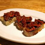 ともすけ - 自家製のセミドライ・ミニトマトとオリーブペースト(バジル入り)とのカナッペ