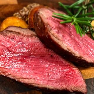 当店でしか味わえない黒毛和牛の熟成肉をお楽しみ下さい。