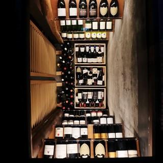 【ワインカーブ】3000円均一ボトルワインもあります。