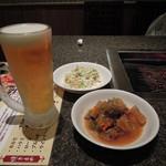 仁寺洞 - 生ビールとバイキングのサラダ、煮込み