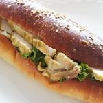 ブランジュリー パリの空の下 - プーレ・キューリー(280円)♪カレー味の鳥胸肉とレタスがたっぷり。