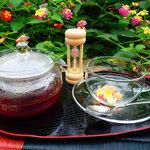 マジュン・リッカ - 沖縄県産の黒人参や月桃を使った薬膳茶。ドライフルーツと一緒に♪