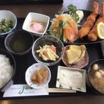WIN-JIZO - 料理写真:エビフライ定食