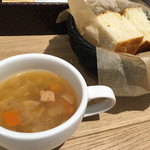 pittsuxeriatorattoriaba-rute-burunaisu - ・ランチセットのスープとフォカッチャ